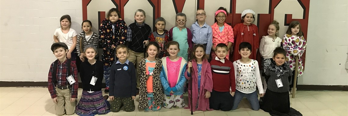 k-2 students celebrating 100 days of school.